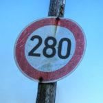 Segnale stradale di divieto a superare i 280