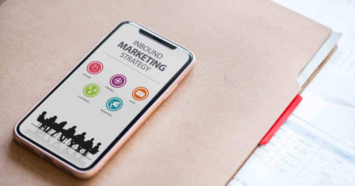 Smartphone e sito di e-commerce